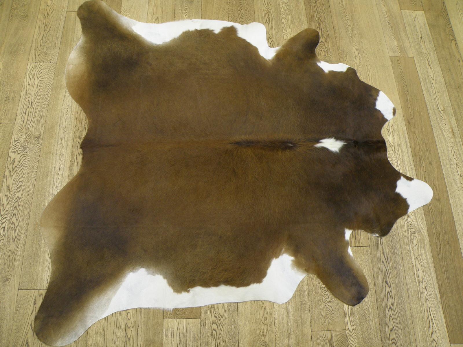 Натуральная шкура коровы коричнево-белая арт. 24502